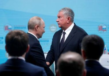 Russian President Vladimir Putin (L) greets Chief Executive of Rosneft Igor Sechin during a Russian-Chinese energy and business forum on the sidelines of the St. Petersburg International Economic Forum (SPIEF), Russia June 7, 2019. REUTERS/Maxim Shemetov