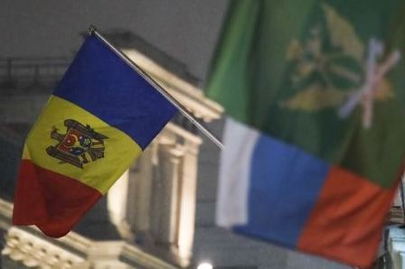 The state flag of Moldova (L) flies outside the country's embassy in central Moscow, Russia December 18, 2017. REUTERS/Maxim Shemetov