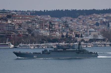 The Russian Navy's Ropucha-class landing ship Kaliningrad sets sail in the Bosphorus, on its way to the Black Sea, in Istanbul, Turkey April 17, 2021. REUTERS/Murad Sezer