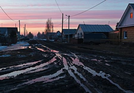 A view shows a street in the town of Tara in Omsk Region, Russia April 12, 2021. REUTERS/Alexey Malgavko
