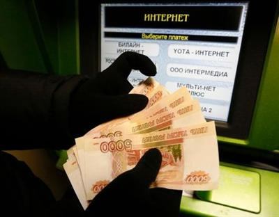 A client counts 5,000-rouble banknotes while using an ATM bank machine at a branch of Sberbank in the Siberian city of Krasnoyarsk, Russia, January 11, 2016. Russia's rouble fell further on January 20, setting a new record low of over 81 roubles per dollar as a bearish mood gripped Russian financial markets. Picture taken January 11, 2016. REUTERS/Ilya Naymushin