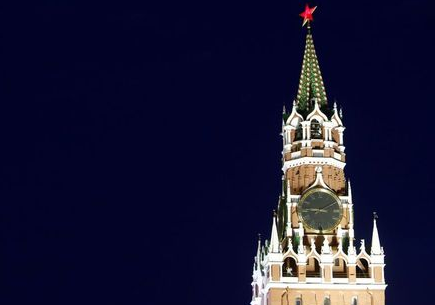 A general view shows the Spasskaya Tower of the Kremlin in central Moscow, Russia, May 5, 2016. REUTERS/Sergei Karpukhin