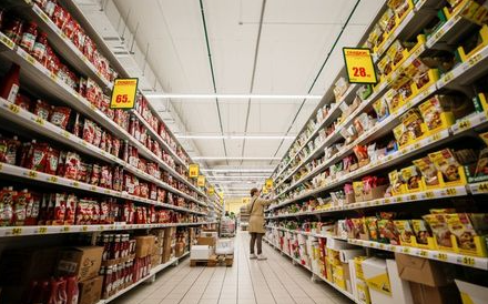 A woman browses aisles in Auchan hypermarket in Moscow, Russia, May 19, 2017. REUTERS/Maxim Shemetov