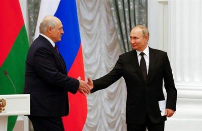 Russian President Vladimir Putin and his Belarusian counterpart Alexander Lukashenko shake hands during a news conference following their talks at the Kremlin in Moscow, Russia September 9, 2021. REUTERS/Shamil Zhumatov TPX IMAGES OF THE DAY