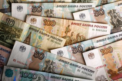 A picture illustration shows Russian rouble banknotes of various denominations on a table in Warsaw, Poland, January 22, 2016. REUTERS/Kacper Pempel