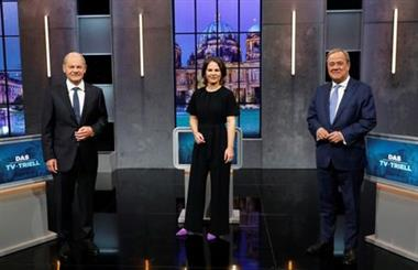 Candidates for the Federal elections Armin Laschet, CDU, Olaf Scholz, SPD and Annalena Baerbock, Greens pose for a photo, ahead of a TV talk show, in Berlin, Germany, September 19, 2021. REUTERS/Michele Tantussi