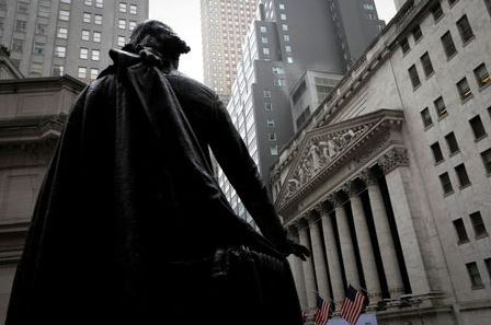 FILE PHOTO: A statue of George Washington stands as Federal Hall across Wall Street from the New York Stock Exchange in Manhattan in New York City, New York, U.S., October 26, 2020. REUTERS/Mike Segar/File Photo/File Photo