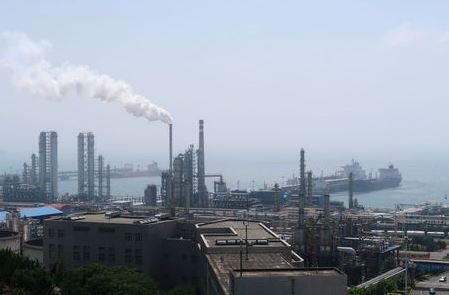 China National Petroleum Corporation (CNPC)'s Dalian Petrochemical Corp refinery is seen near the downtown of Dalian in Liaoning province, China July 17, 2018. Picture taken July 17, 2018. REUTERS/Chen Aizhu