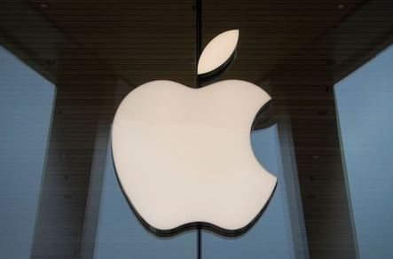 The Apple logo is seen at an Apple Store, as Apple's new 5G iPhone 12 went on sale in Brooklyn, New York, U.S. October 23, 2020. REUTERS/Brendan McDermid