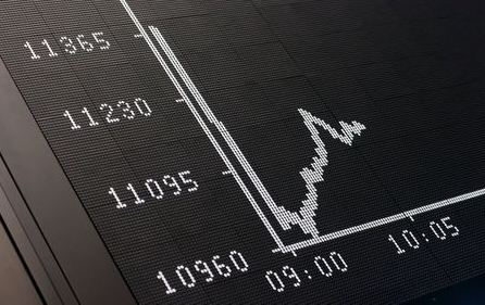 The curve on the DAX board is pictured at the Frankfurt stock exchange, Germany, June 29, 2015. European shares took a hammering in early deals on Monday, with Southern European banks especially badly hit, after Greece closed its banks and imposed capital controls as a result of its debt problems. Germany's DAX and France's CAC both fell by around 4 percent, while the euro zone's blue-chip Euro STOXX 50 index also declined by a similar amount - marking the Euro STOXX's worst one-day percentage loss since late 2011. REUTERS/Ralph Orlowski TPX IMAGES OF THE DAY