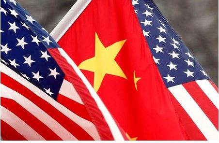 Chinese and U.S. flags fly along Pennsylvania Avenue outside the White House in Washington January 18, 2011. REUTERS/Kevin Lamarque