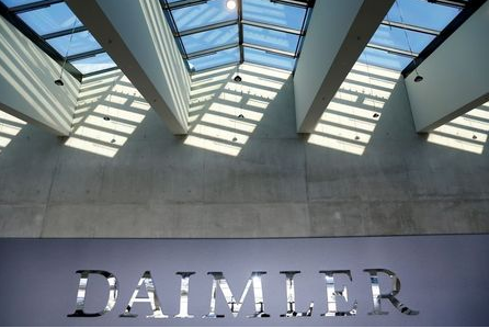 FILE PHOTO: The Daimler logo is seen before the carmaker's annual shareholder meeting in Berlin, Germany, April 5, 2018. REUTERS/Hannibal Hanschke/File Photo
