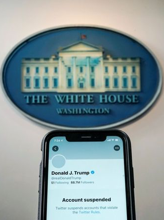 A photo illustration shows the suspended Twitter account of U.S. President Donald Trump on a smartphone at the White House briefing room in Washington, U.S., January 8, 2021. REUTERS/Joshua Roberts/Illustration