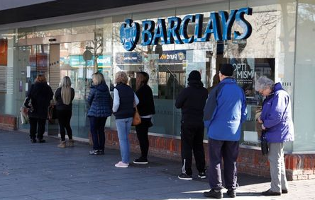People queue at Barclays Bank in St Albans, as the spread of the coronavirus disease (COVID-19) continues, in St Albans, Britain, March 23, 2020. REUTERS/Paul Childs