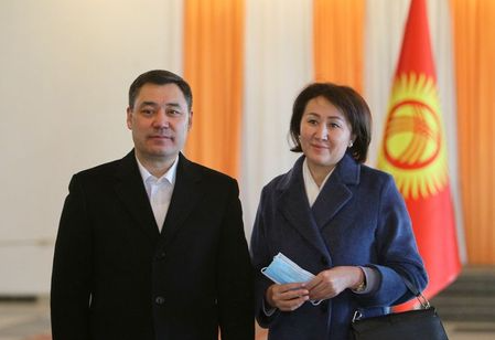Presidential candidate Sadyr Japarov and his wife Aigul pose for a picture after casting their ballots at a polling station during a presidential election and constitutional referendum in Bishkek, Kyrgyzstan January 10, 2021. REUTERS/Vladimir Pirogov