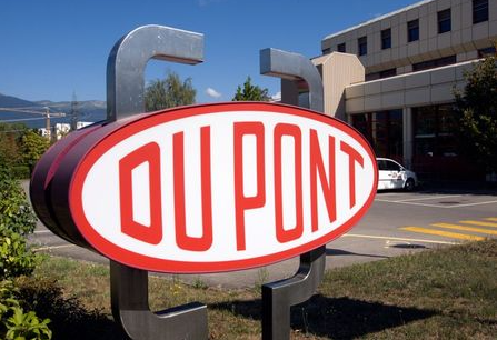 A DuPont logo is pictured on the research center in Meyrin near Geneva August 4, 2009. REUTERS/Denis Balibouse (SWITZERLAND BUSINESS SCI TECH)