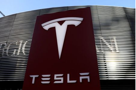 A logo of the electric vehicle maker Tesla is seen near a shopping complex in Beijing, China January 5, 2021. REUTERS/Tingshu Wang