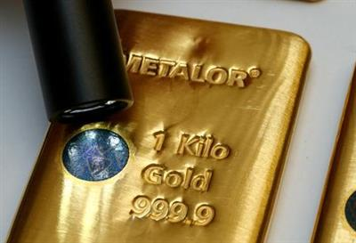 FILE PHOTO: The Sicpa Oasis validator system (bullion protect) is pictured on one kilogram bar of gold at Swiss refiner Metalor in Marin near Neuchatel, Switzerland July 5, 2019. REUTERS/Denis Balibouse/File Photo/File Photo