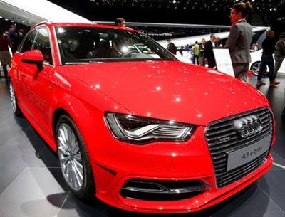 FILE PHOTO: The new Audi A3 E-Tron petrol-electric hybrid car is seen during the second press day ahead of the 85th International Motor Show in Geneva March 4, 2015. REUTERS/Arnd Wiegmann/File Photo