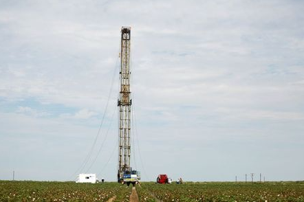 A pulling rig is erected at an oil well in the middle of a cotton field to swab the well in Seminole, TX, U.S. September 19, 2019. Picture taken September 19, 2019. REUTERS/Adria Malcolm