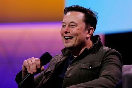 FILE PHOTO: Tesla CEO Elon Musk speaks during a conversation with legendary game designer Todd Howard (not pictured) at the E3 gaming convention in Los Angeles, California, U.S., June 13, 2019. REUTERS/Mike Blake/File Photo