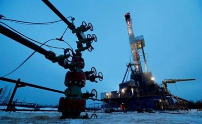 FILE PHOTO: A well head and drilling rig in the Yarakta oilfield, owned by Irkutsk Oil Company (INK), in the Irkutsk region, Russia, March 11, 2019. REUTERS/Vasily Fedosenko/File Photo