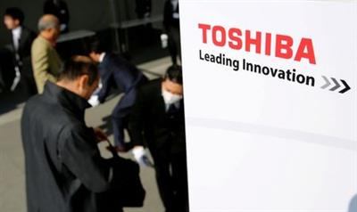 The logo of Toshiba is seen as shareholders arrive at Toshiba's extraordinary shareholders meeting in Chiba, Japan March 30, 2017. REUTERS/Toru Hanai TPX IMAGES OF THE DAY