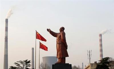A statue of former Chinese leader Mao Zedong is seen in front of smoking chimneys at Wuhan Iron And Steel Corp in Wuhan, Hubei province, March 6, 2013. REUTERS/Stringer/File Photo CHINA OUT. NO COMMERCIAL OR EDITORIAL SALES IN CHINA