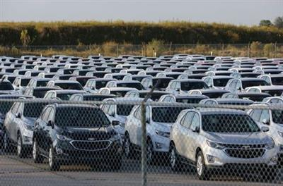 FILE PHOTO: Chevrolet Equinox SUVs are parked awaiting shipment next to the General Motors Co (GM) CAMI assembly plant in Ingersoll, Ontario, Canada October 13, 2017. REUTERS/Chris Helgren/File Photo