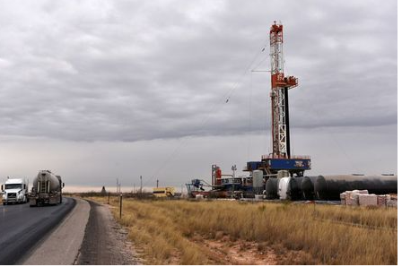 A drilling rig operates in the Permian Basin oil and natural gas production area in Lea County, New Mexico, U.S., February 10, 2019. Picture taken February 10, 2019. REUTERS/Nick Oxford