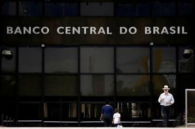 FILE PHOTO: The central bank headquarters building is seen in Brasilia, Brazil May 16, 2017. REUTERS/Ueslei Marcelino/File Photo