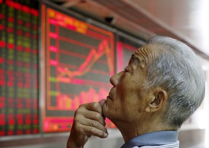 An investor watches an electronic board showing stock information at a brokerage office in Beijing, China, July 9, 2015. China shares rebounded sharply on Thursday, with the Shanghai Composite index posting its biggest percentage gain in six years, as a fresh round of government support measures stemmed panic selling. REUTERS/Kim Kyung-Hoon