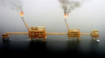 Gas flares from an oil production platform at the Soroush oil fields in the Persian Gulf, 1,250 km (776 miles) south of the capital Tehran, July 25, 2005. Picture taken July 25, 2005. REUTERS/Raheb Homavandi CJF/KS