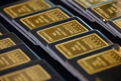 FILE PHOTO: Gold bars are pictured on display at Korea Gold Exchange in Seoul, South Korea, August 6, 2020. REUTERS/Kim Hong-Ji