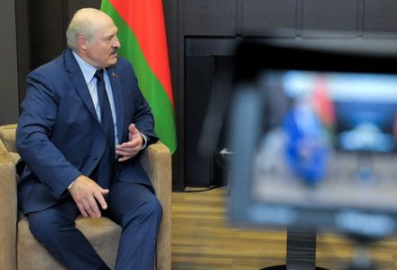 FILE PHOTO: Belarusian President Alexander Lukashenko is seen during a meeting with Russian President Vladimir Putin in Sochi, Russia May 28, 2021. Sputnik/Mikhail Klimentyev/Kremlin via REUTERS ATTENTION EDITORS - THIS IMAGE WAS PROVIDED BY A THIRD PARTY./File Photo