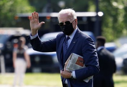 U.S. President Joe Biden waves as he arrives to board Marine One for a flight to Rehoboth Beach, Delaware from the Ellipse near the White House in Washington, U.S., June 2, 2021. REUTERS/Carlos Barria