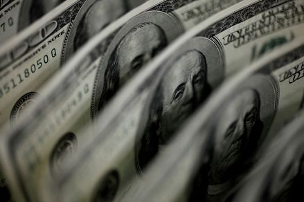 FILE PHOTO: A picture illustration shows U.S. 100-dollar bank notes taken in Tokyo August 2, 2011. REUTERS/Yuriko Nakao