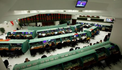 Traders work on their computers during the start of the first trading session of 2012 at the Istanbul Stock Exchange January 2, 2012. REUTERS/Murad Sezer (TURKEY - Tags: BUSINESS)