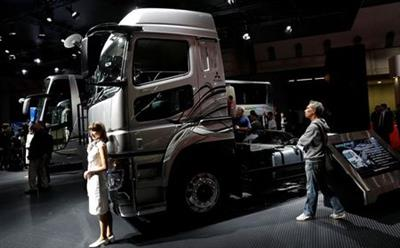 Daimler AG's FUSO Super Great truck is pictured at the 45th Tokyo Motor Show in Tokyo, Japan October 27, 2017. REUTERS/Kim Kyung-Hoon