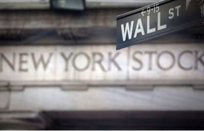 A Wall Street sign is pictured outside the New York Stock Exchange in New York, October 28, 2013. REUTERS/Carlo Allegri (UNITED STATES - Tags: BUSINESS)
