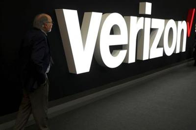 A man stands next to the logo of Verizon at the Mobile World Congress in Barcelona, Spain, February 26, 2019. REUTERS/Sergio Perez/File Photo GLOBAL BUSINESS WEEK AHEAD