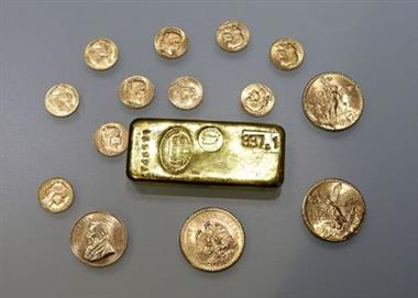 A gold ingot and gold coins are seen in this illustration picture taken November 17, 2017. REUTERS/Eric Gaillard/Illustration/File Photo