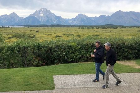 Federal Reserve Chair Jerome Powell and New York Federal Reserve President John Williams walk together, ahead of the Kansas City Federal Reserve Bank's annual conference on monetary policy, in Jackson Hole, Wyoming, U.S., August 22, 2019. REUTERS/Ann Saphir