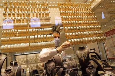 A goldsmith wearing a protective face mask arranges golden bangles at a jewellery shop at the Grand Bazaar, amid the coronavirus disease (COVID-19) outbreak, in Istanbul, Turkey, August 6, 2020. REUTERS/Murad Sezer/File Photo