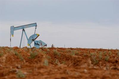 Oil rigs are seen in Midland, Texas May 9, 2008. Oil jumped to a record above $126 a barrel on Friday, extending gains to more than 11 percent since the start of the month on fuel supply concerns and a rush of speculator buying. REUTERS/Jessica Rinaldi (UNITED STATES)