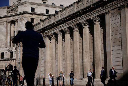 FILE PHOTO: People walk past the Bank of England during morning rush hour, amid the coronavirus disease (COVID-19) pandemic in London, Britain, July 29, 2021. REUTERS/Henry Nicholls/File Photo