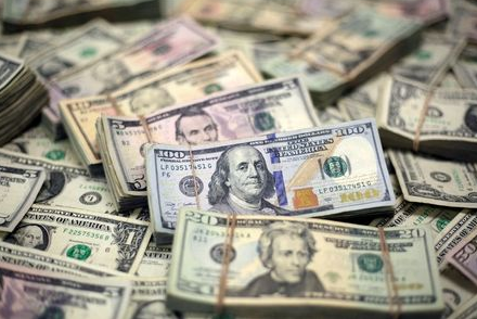 FILE PHOTO: U.S. dollar banknotes are seen in this photo illustration taken February 12, 2018. REUTERS/Jose Luis Gonzalez/Illustration/File Photo