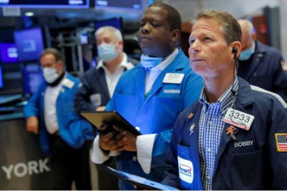 Traders work on the floor at the New York Stock Exchange (NYSE) in Manhattan, New York City, U.S., August 20, 2021. REUTERS/Andrew Kelly