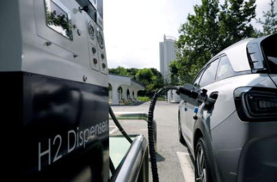 FILE PHOTO: A Hyundai Motor's Nexo hydrogen car is fuelled at a hydrogen station in Seoul, South Korea, August 13, 2019. REUTERS/Kim Hong-Ji/File Photo