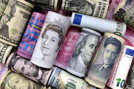 FILE PHOTO: Euro, Hong Kong dollar, U.S. dollar, Japanese yen, pound and Chinese 100 yuan banknotes are seen in this picture illustration, January 21, 2016. REUTERS/Jason Lee/Illustration/File Photo